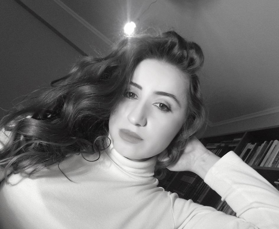 lorena_stroka_biografia_wikipedia_2017_gazetare_family_albstroka