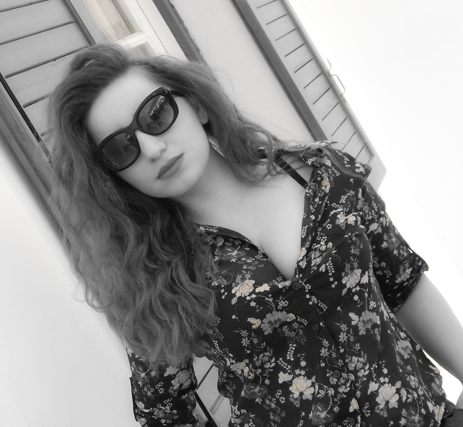 lorena_stroka_biografia_wikipedia_foto_gazetare_keshilla_bukurie_gazeta_albstroka_2017