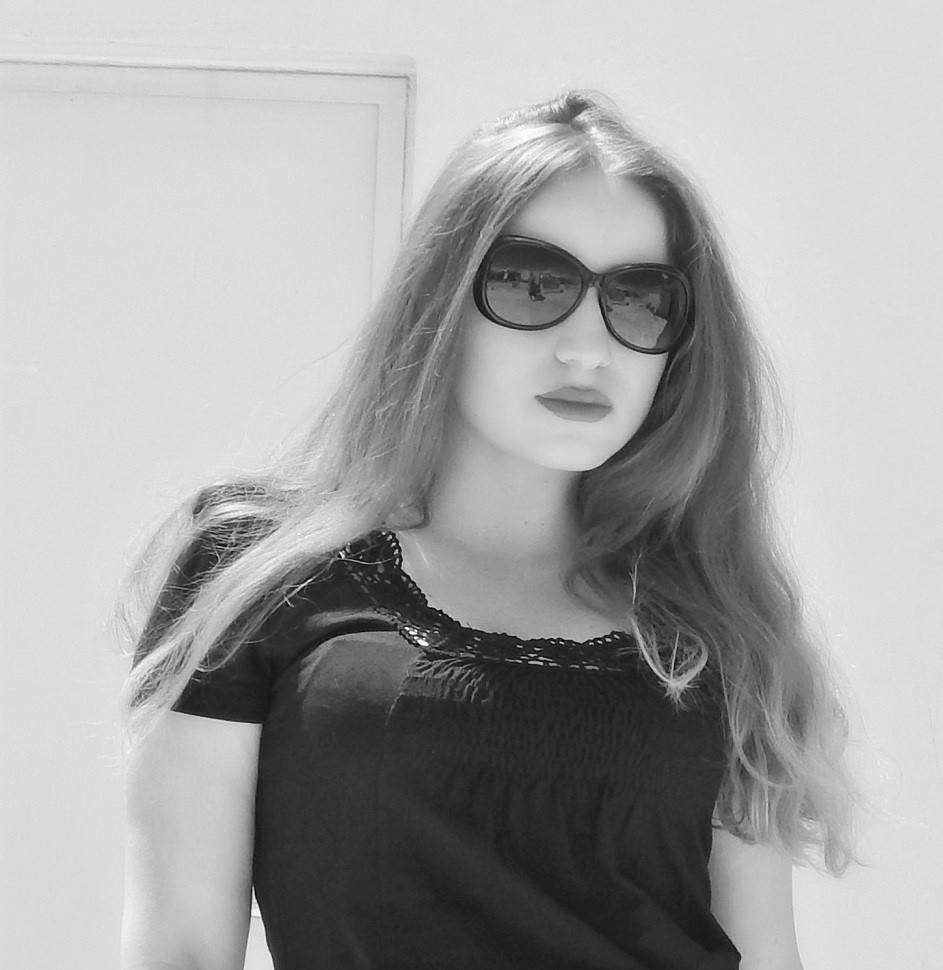 lorena_stroka_foto_wikipedia_gazetare_biography_books_instagram_kush_eshte_lorena_stroka_2017
