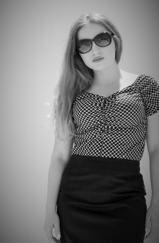 lorena_stroka_biografia_foto_perkthyese-shkrimtare_gazetare_shqiptare