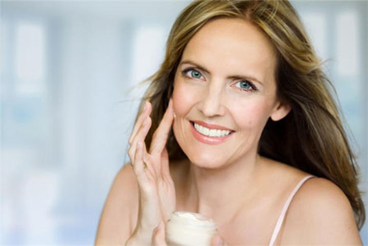 maske-super-vitaminoze-me-efekte-antirrudhe-maska-sekrete-keshilla-bukurie-nga-lorena-stroka