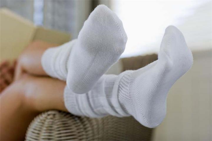 si-te-zbardhni-çorapet-e-zverdhura-albstroka-lorena-stroka-keshilla-sekrete-maska-bukurie